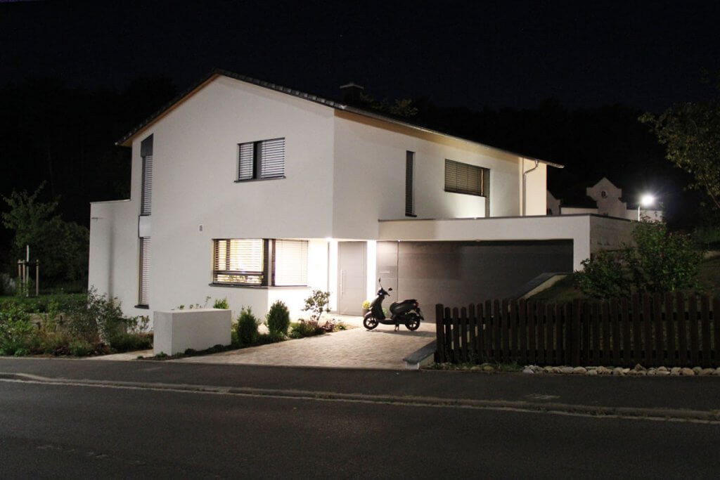 Smarthome in Würzburg bei Nacht