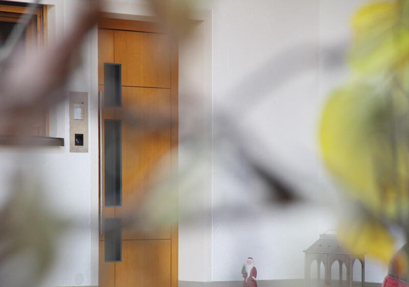 KNX-Sicherheit: Versteckter Blick auf die Haustür