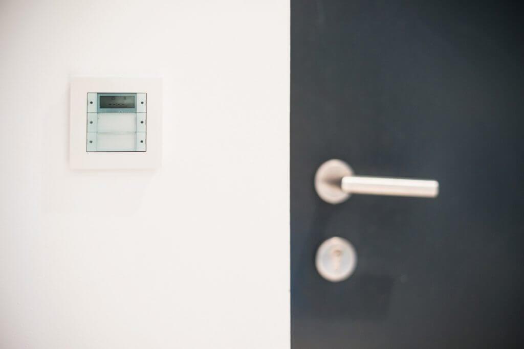 Gira Schalter bei der Haustür